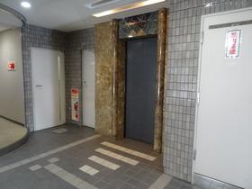 https://image.rentersnet.jp/5703d03751ca0fc085ee85ba094e5794_property_picture_2418_large.jpg_cap_エレベーター