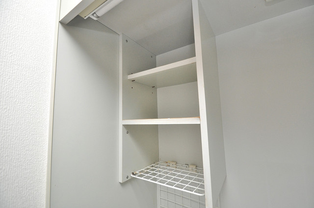 オーキッド・ヴィラ今里 キッチン棚も付いていて食器収納も困りませんね。