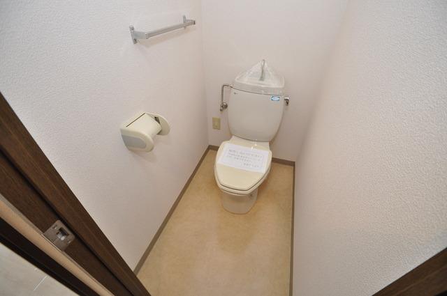 豊都ビル 白くてピカピカのトイレですね。癒しの空間になりそう。