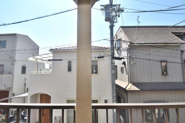柏田東町2-37貸家 バルコニーは眺めが良く、風通しも良い。癒される空間ですね。