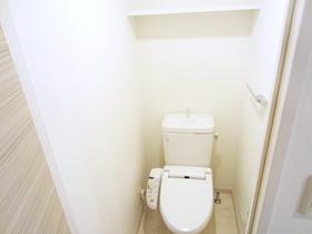 トイレに棚が付いてます☆