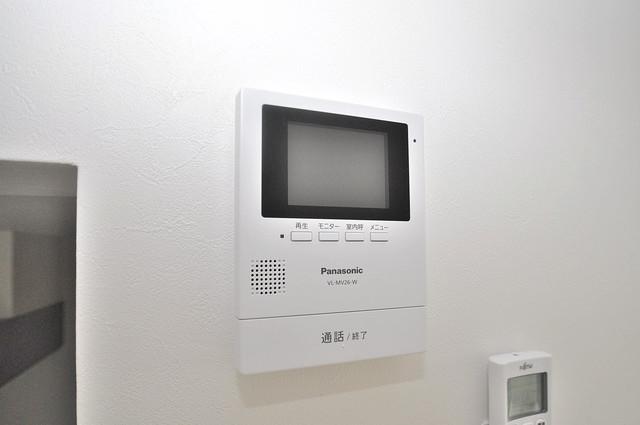 Lazward HigashiOsaka  TVモニターホンは必須ですね。扉は誰か確認してから開けて下さいね