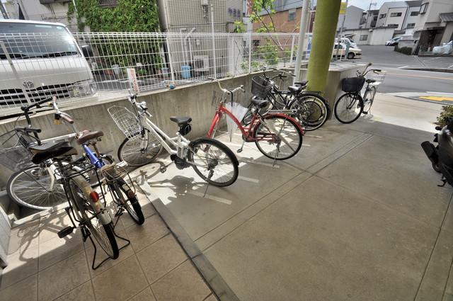 フレンディー あなたの大事な自転車も安心してとめることができますね。