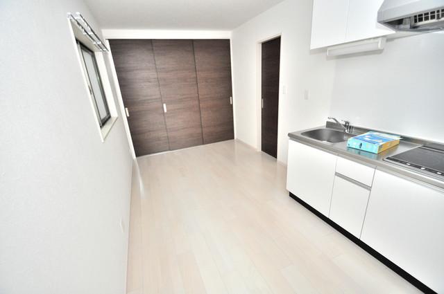 E maison 巽東 明るいお部屋は風通しも良く、心地よい気分になります。