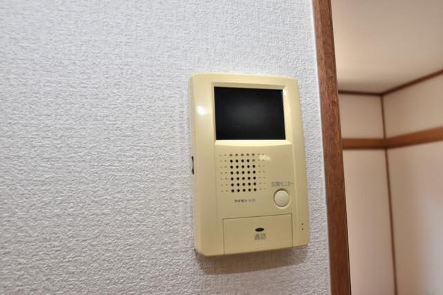 柏田東町2-37貸家 TVモニターホンは必須ですね。扉は誰か確認してから開けて下さいね
