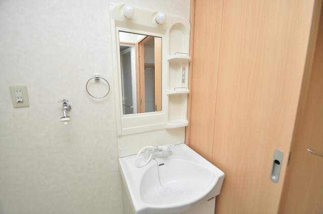 Celeb布施東 人気の独立洗面所はゆったりと余裕のある広さです。
