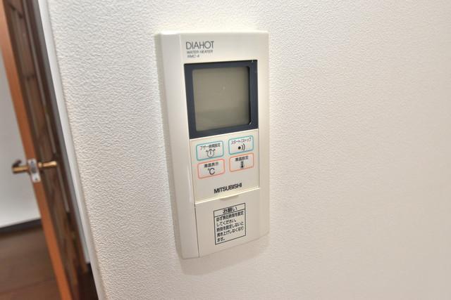 サンオークスマンション 給湯リモコン付。温度調整は指1本、いつでもお好みの温度です。