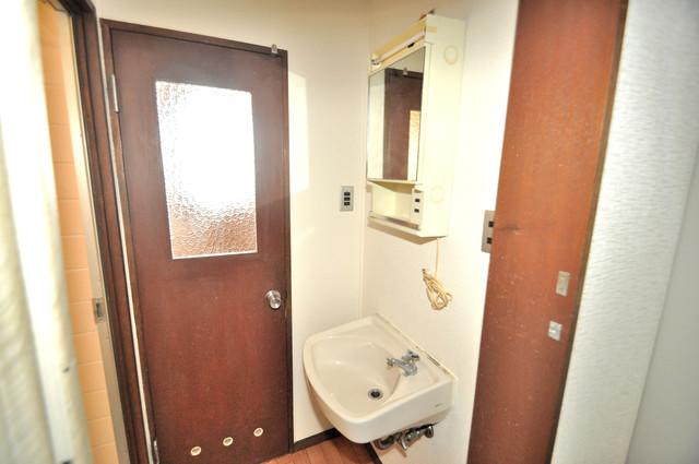 小阪ビル 小さいですが洗面台もあります。
