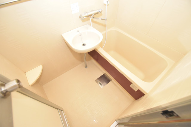 スマイルハイツ巽東 ちょうどいいサイズのお風呂です。お掃除も楽にできますよ。