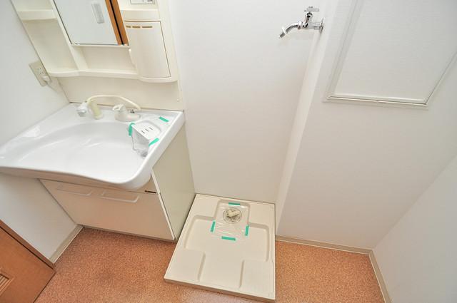 セレブ上小阪 洗濯機置場が室内にあると本当に助かりますよね。