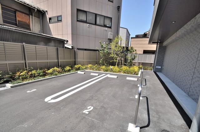 アドバンス大阪バレンシア 敷地内には駐車場があり安心ですね。