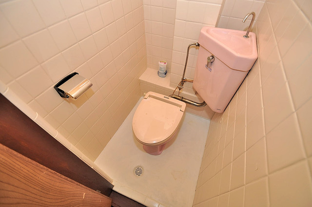 コンラッド長瀬 スタンダードなトイレは清潔感があって、リラックス出来ます。