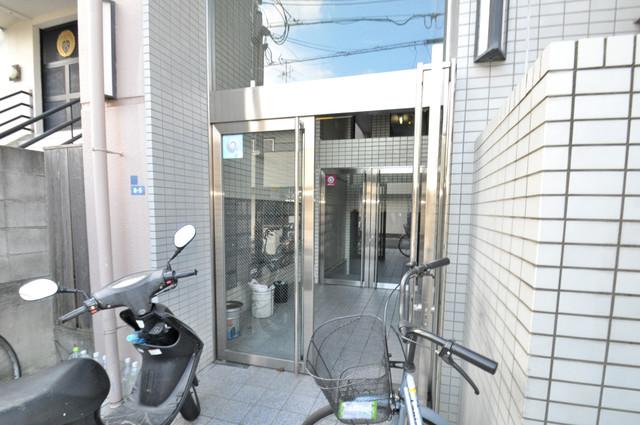 リンクスイン東大阪Part2 高級感があるエントランスは安心のオートロック完備です。