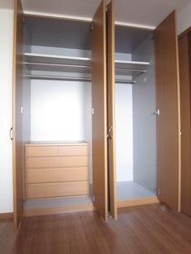 洋室クローゼットあり 内部に収納棚完備