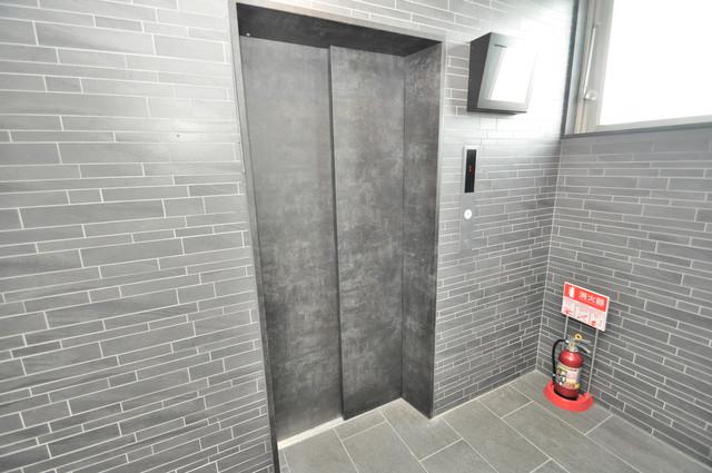 プリエール高井田 嬉しい事にエレベーターがあります。重い荷物を持っていても安心