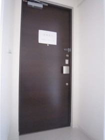 https://image.rentersnet.jp/5901bd86-5a22-4461-befc-408be767cb7c_property_picture_961_large.jpg_cap_玄関