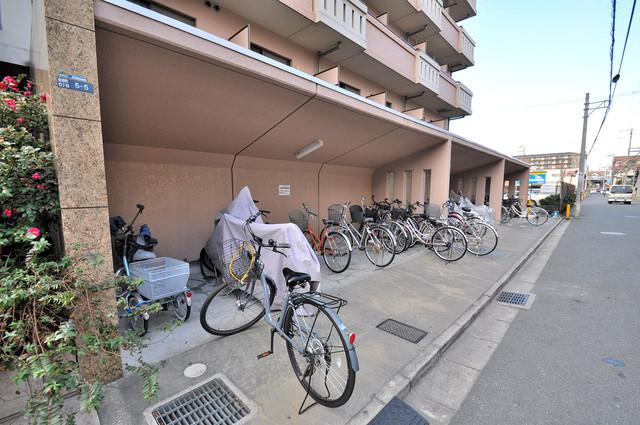 プリムヴェール 駐輪場が敷地内にあります。愛車を安心して置いておけますね。