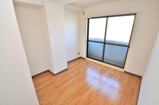 TSUJIHANAビルディング 明るいお部屋はゆったりとしていて、心地よい空間です