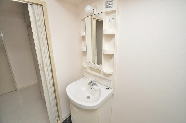 メゾンイサム 独立した洗面所には洗濯機置場もあり、脱衣場も広めです。