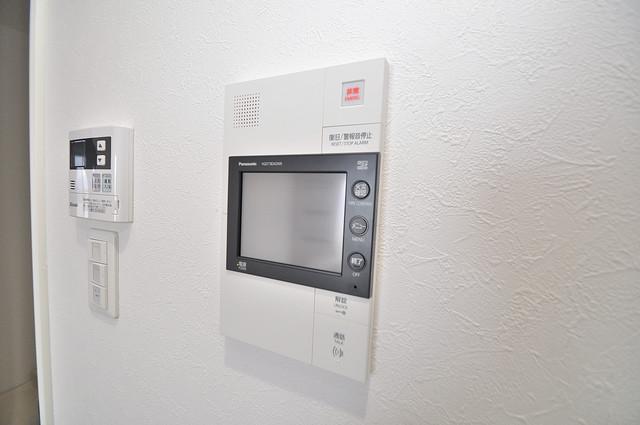 ヴェルテックス TVモニターホンは必須ですね。扉は誰か確認してから開けて下さいね