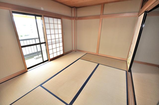 第2シャトー新町 6帖の和室が2間あるので、とてもゆったりとしていますよ。