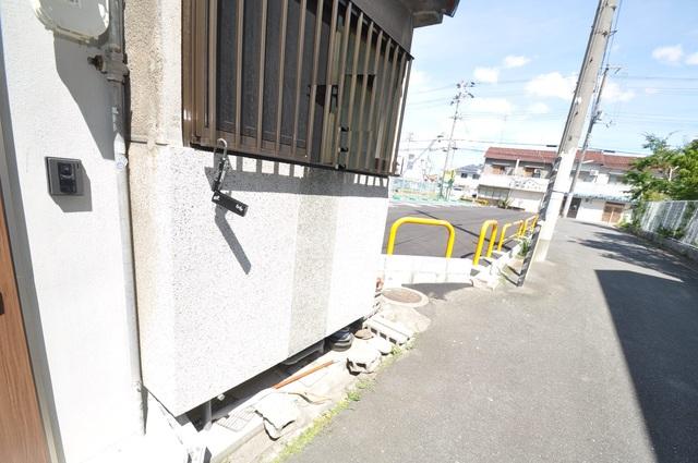 友井3-2-10 貸家 こちらに自転車を置いてください。