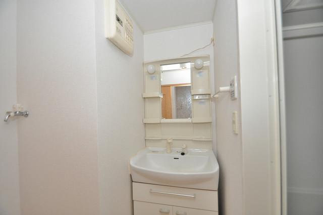 フォンテーヌ 独立した洗面所には洗濯機置場もあり、脱衣場も広めです。