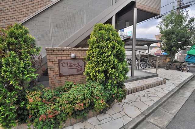 アリエッタ西堤 緑のあるエントランスは癒される心地よい空間です。