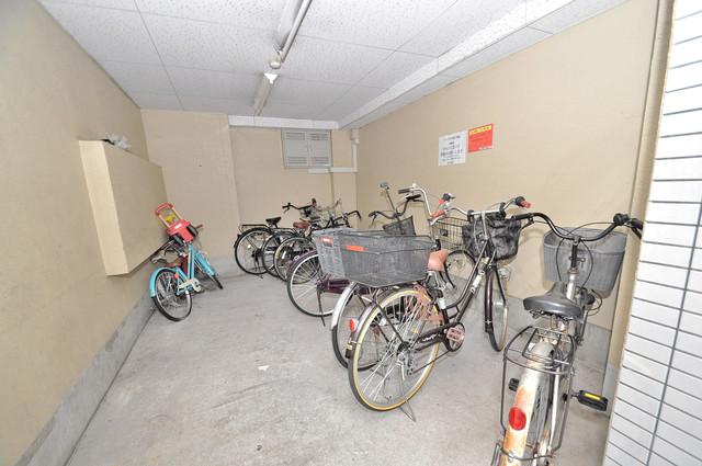 サンプラザ今里Ⅵ番館 敷地内には専用の駐輪スペースもあります。