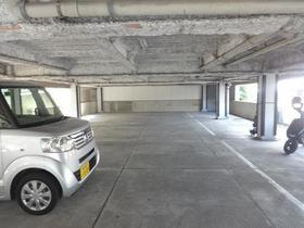 メゾン六ツ川駐車場