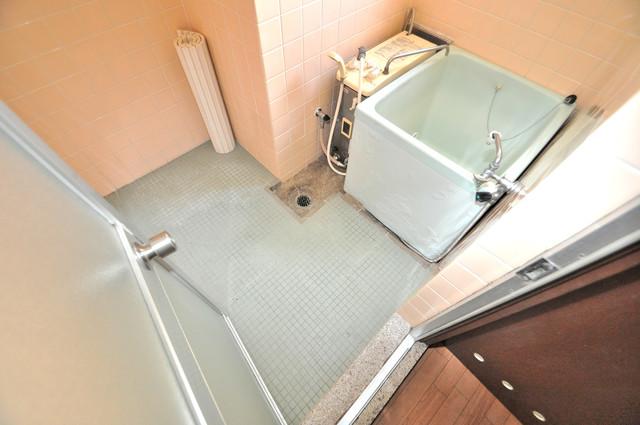 小阪ビル ちょうどいいサイズのお風呂です。お掃除も楽にできますよ。