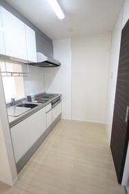https://image.rentersnet.jp/5b1753d1-7e44-4ad2-a215-fcf830abb534_property_picture_2988_large.jpg_cap_キッチン