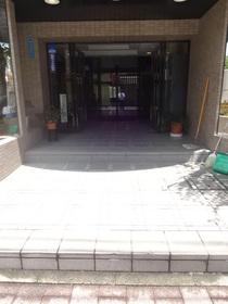 ライオンズマンション横浜反町エントランス