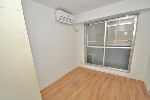 ゴッドフィールドⅢ 窓があるので風通しが良く、快適な睡眠がとれそうですね。
