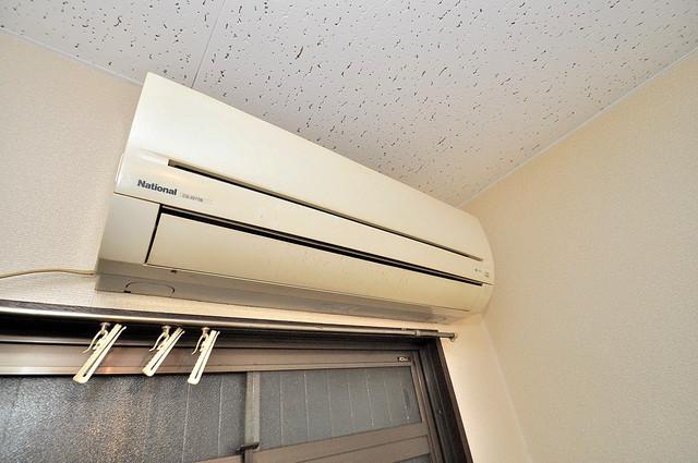 浅田ハイツ エアコンが最初からついているなんて、本当に助かりますね。