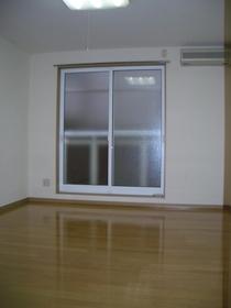 https://image.rentersnet.jp/5b956a12-52c1-464c-99a4-a17ccd64e992_property_picture_2419_large.jpg_cap_居室