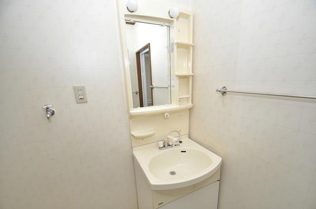 長栄寺8-24 貸家 独立した洗面所には洗濯機置場もあり、脱衣場も広めです。