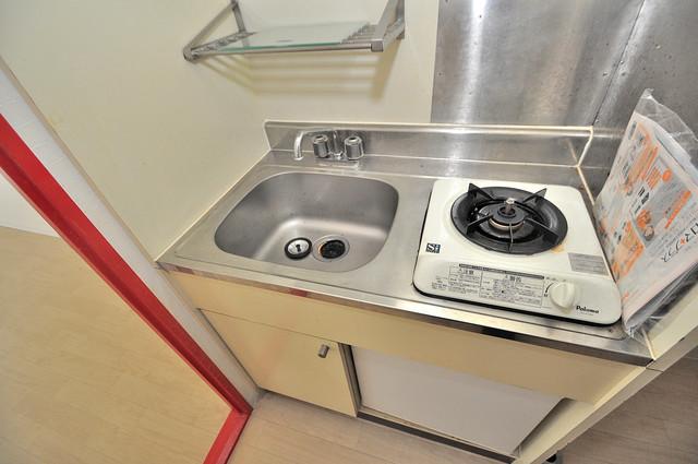 OMレジデンス八戸ノ里 コンパクトながらミニ冷蔵庫も完備。機能的です。