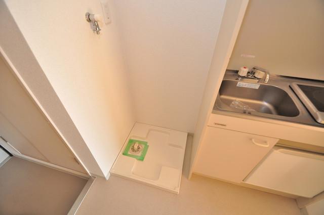 八戸ノ里HIROビル 室内洗濯機置き場は脱衣場も兼ねています。