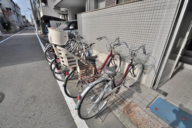 ファミーユ和喜 敷地内には専用の駐輪スペースもあります。