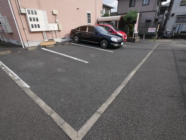 アヴニール駐車場