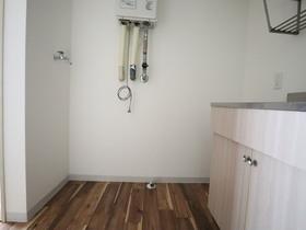 https://image.rentersnet.jp/5c52b8b6-7841-45e3-b1ac-88c910692771_property_picture_955_large.jpg_cap_室内洗濯機置き場