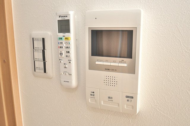 K.Bld TVモニターホンは必須ですね。扉は誰か確認してから開けて下さいね