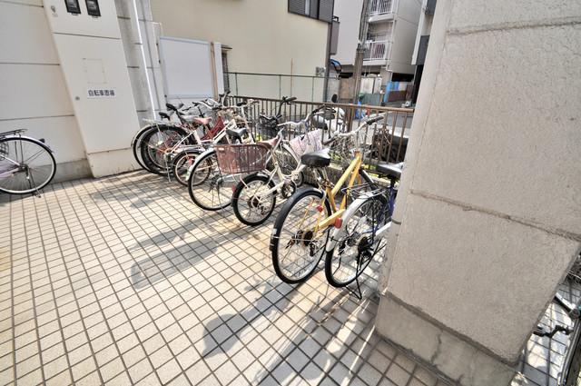 アパートメント生野Ⅲ 広い駐輪スペースは、置き場を探すこともなくなりますね。