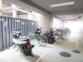 駐輪場にバイク置場もあります