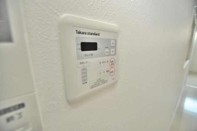 E maison 巽東 給湯リモコン付。温度調整は指1本、いつでもお好みの温度です。