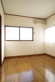 2階西側洋室6帖