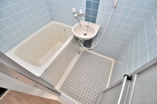 エクセルシオール長田 機能的なバスルームはトイレと別々なので、広々としていますよ。