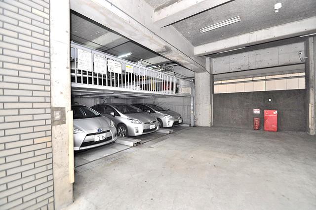 HACHIBUSE東大阪 屋根付き駐車場は大切な愛車を雨風から守ってくれます。