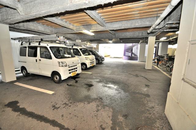 サクセス永和 敷地内にある駐車場。愛車が目の届く所に置けると安心ですよね。